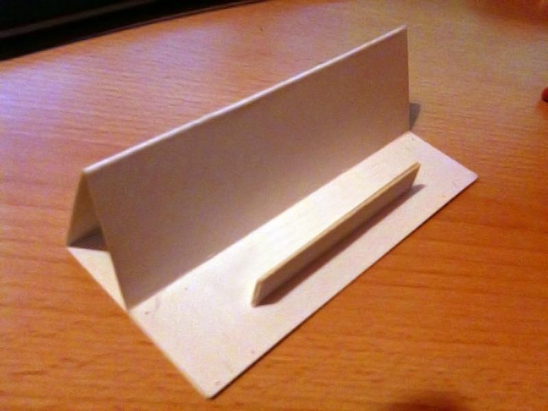 fabriquer un dock iphone en carton slydnet. Black Bedroom Furniture Sets. Home Design Ideas