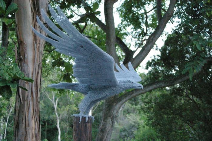 sculputre-grillage-aigle